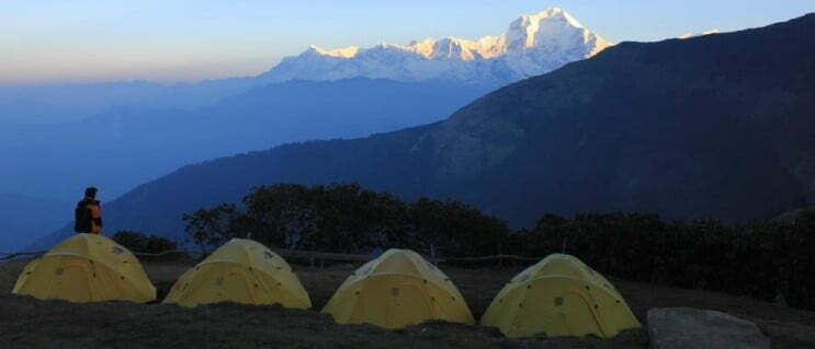 Pakistan mountain avalanche strands four Italian, 3 neighborhood climbers